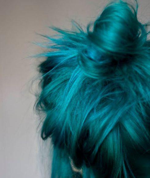 color de pelo desordenado del trullo del bollo