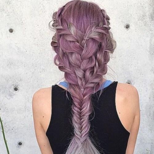 peinados de trenza de lavanda para cabello largo
