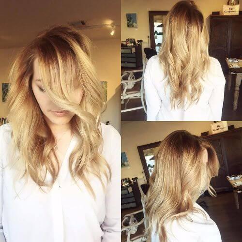 peinado de verano con reflejos de caramelo en el pelo ondulado