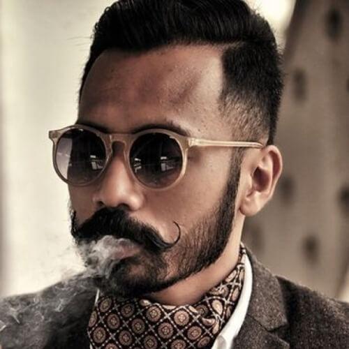 Taper Fade con bigote