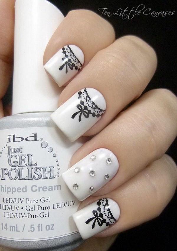 Bastante blanco y negro Ribbon Nail Art.