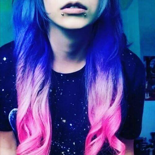 pelo emo púrpura y rosa