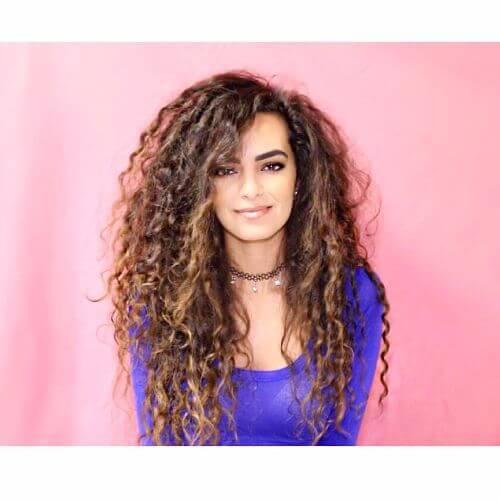 peinados largos para cabello rizado