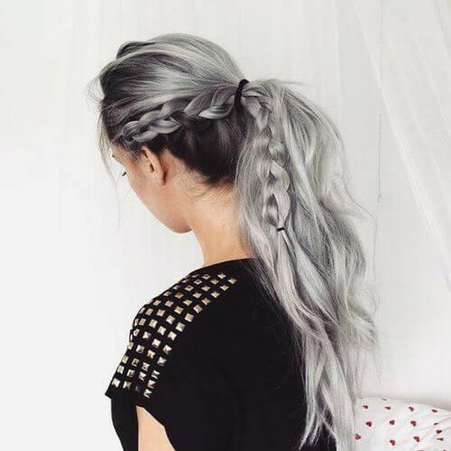 peinados trenzados grises para cabello largo