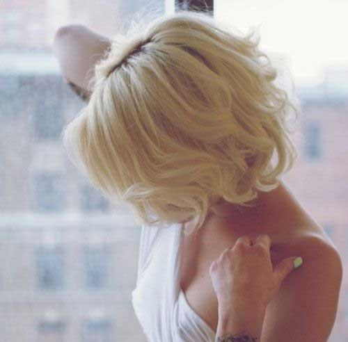 Peinados ondulados lindos ondulados de Bob para las mujeres