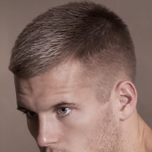 Corte de pelo Caesar para cabello grueso