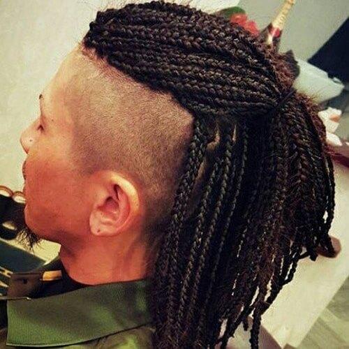 Mohawk Hairstyles para hombres con trenzas de caja