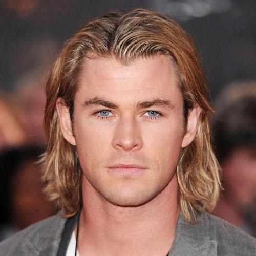 peinados de longitud media divididos en el centro recto para hombres