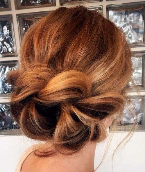 cola de pez en un moño peinados para cabello fino