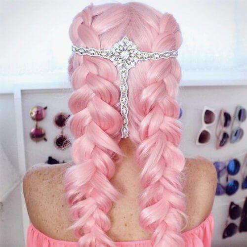 peinados de trenza rosa para cabello largo
