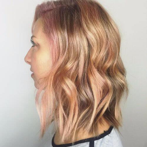 reflejos en el cabello rubio fresa