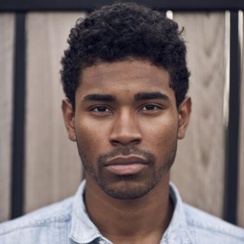 Peinados rizados cortos para hombres negros