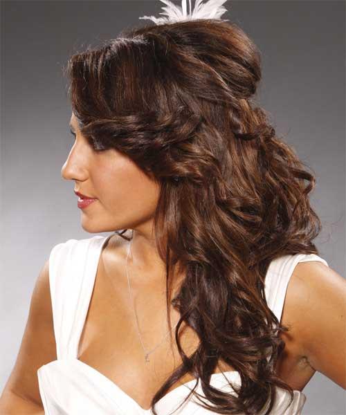 Bonito peinado formal rizado medio arriba