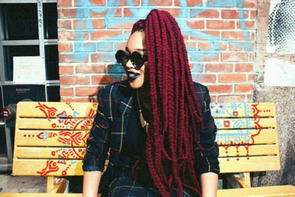 41110216-red-box-trenzas