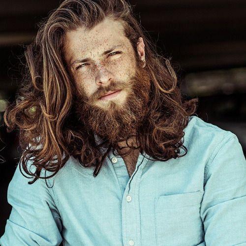peinados largos rizados rojos para hombres