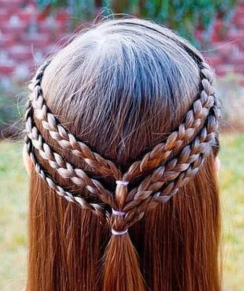 Triple trenzado medias ups pequeños peinados de niña