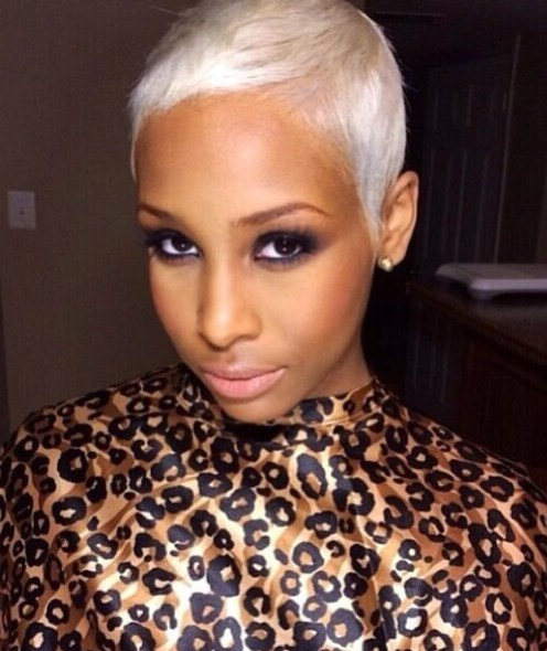 peinados cortos para mujeres negras platino