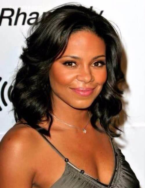 peinados cortos bob con plumas medianas para mujeres negras