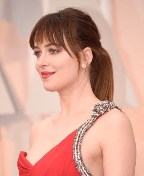 peinados dakota johnson con flequillo