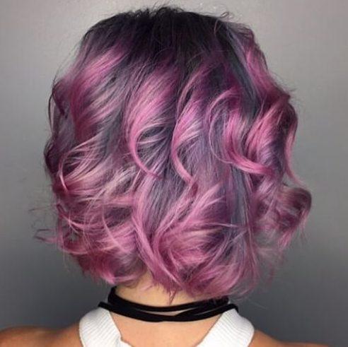 púrpura sobre gris altas luces y bajos