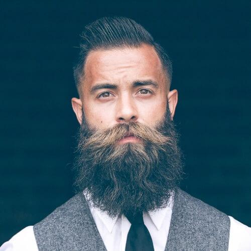 Barba completa y Mohawk elegante