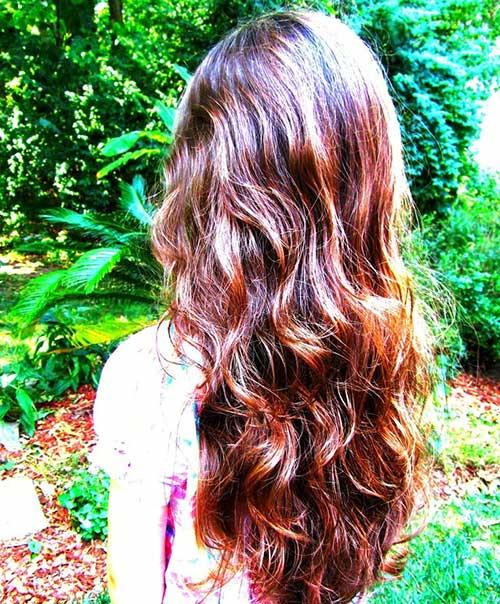 Vista posterior en capas de cabello largo