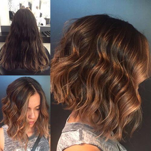 color de pelo de caramelo de chocolate en pelo corto ondulado
