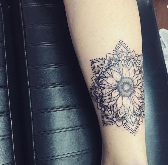 Hippie Boho Mandala Sunflower Mujeres tatuaje.