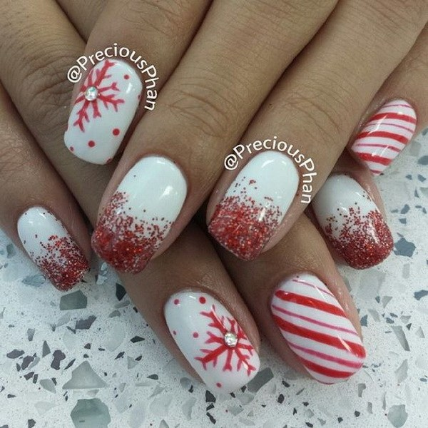 Red Glitters y copos de nieve Christmas Nails.