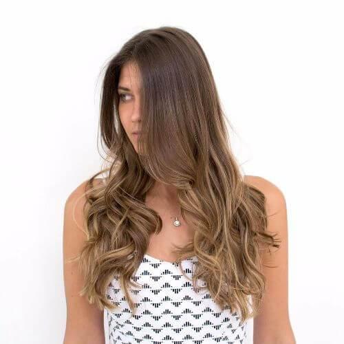 color de pelo caramelo en el pelo largo