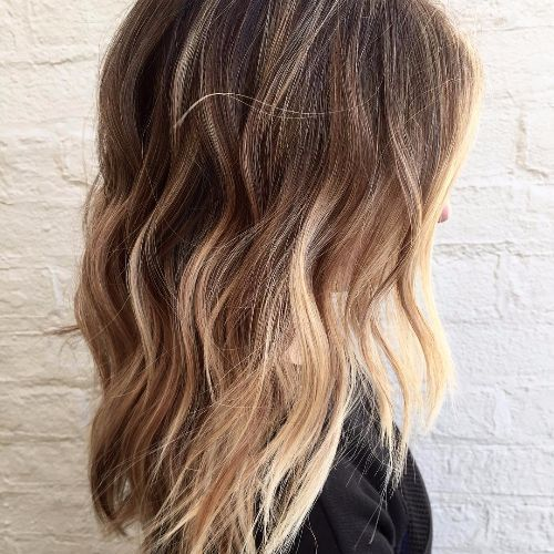 balayage caramelo en cabello castaño medio