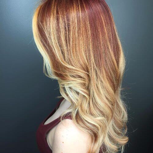 Balayage rubia en el pelo rojo
