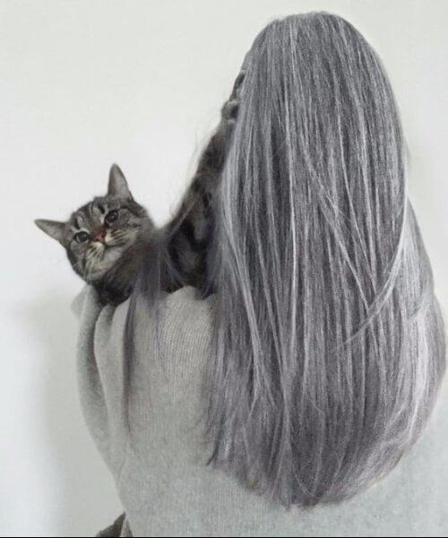 cabello gris con apariencia natural
