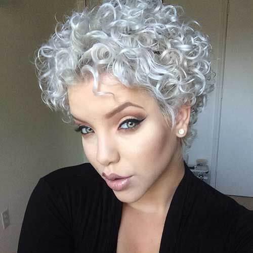 cortes de pelo de plata para el cabello rizado