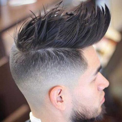 Peinados espigados para hombres con alto desvanecimiento