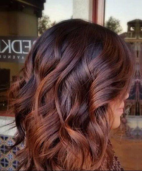 Marrón a caramelo Balayage caen los colores del cabello