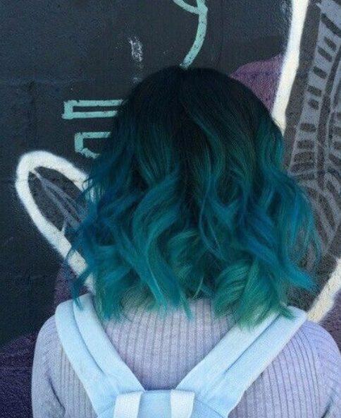balayage verde azul pelo corto