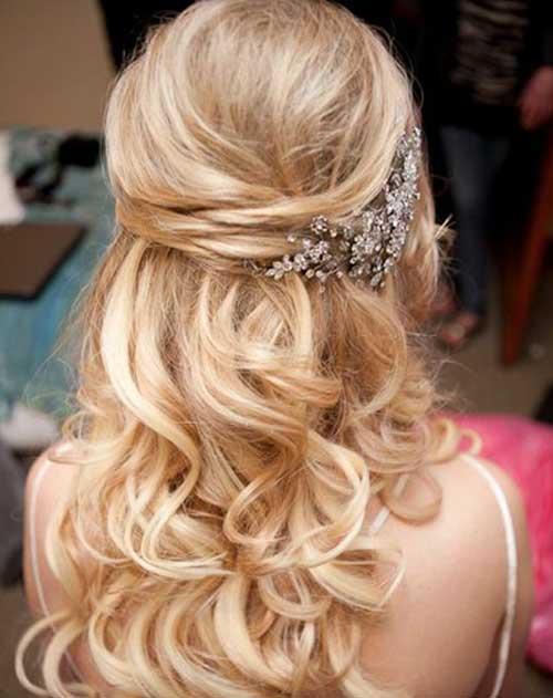 Nupcial hasta la mitad del pelo de la boda