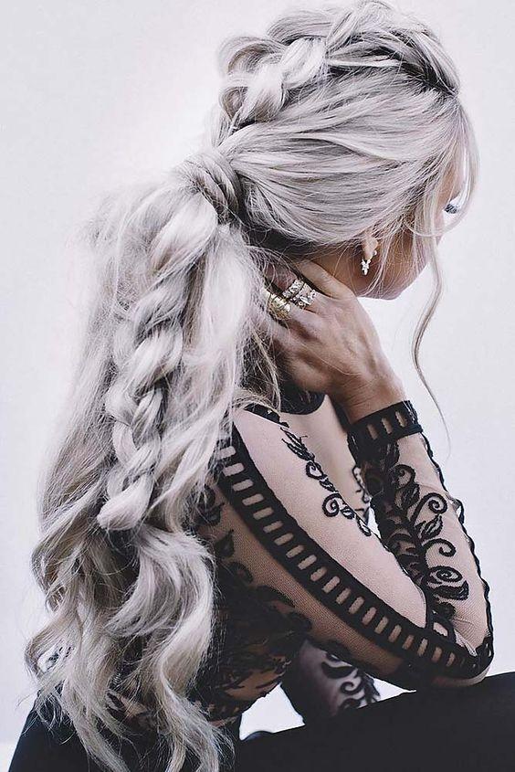 pelo gris desordenado viking trenza peinados de boda