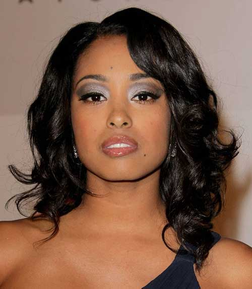 Longitud de hombros peinados rizados para mujeres negras