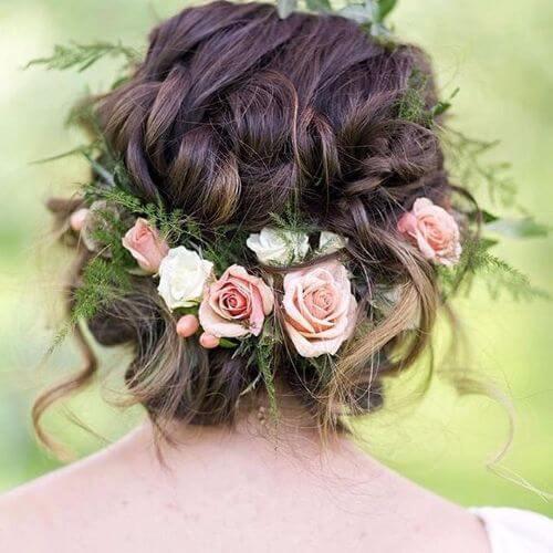 accesorio floral trenzado bollo bajo
