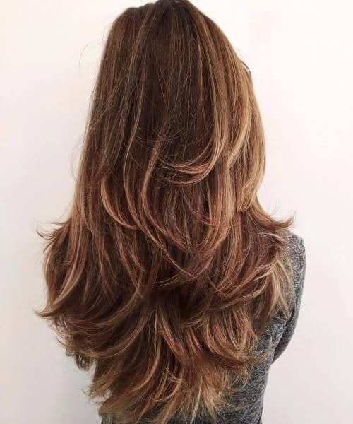 Corte de pelo largo, despeinado y lleno de volumen