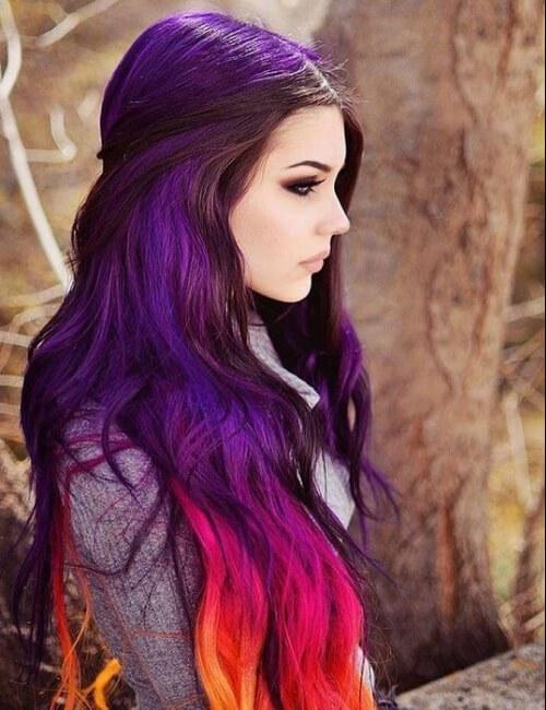 pelo morado con ombre rosa, naranja y amarillo