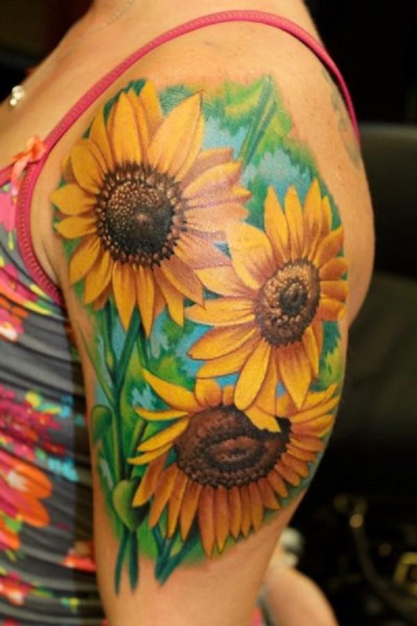 Tatuaje de girasol en el brazo.