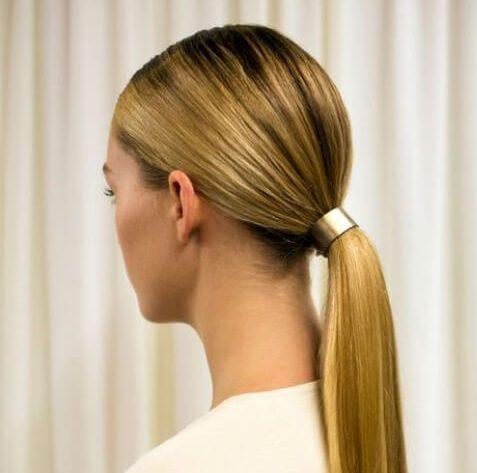 peinados de cola de caballo baja para el pelo lacio