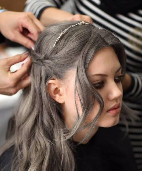 adorno de alambre de pelo gris balayage