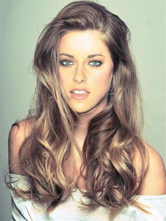 Cabello castaño Kristen Stewart con reflejos rubios