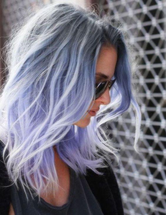pelo gris pastel hielo azul
