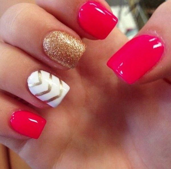 Hot Pink, White y Gold Glitter Nails con Chevron Lines.