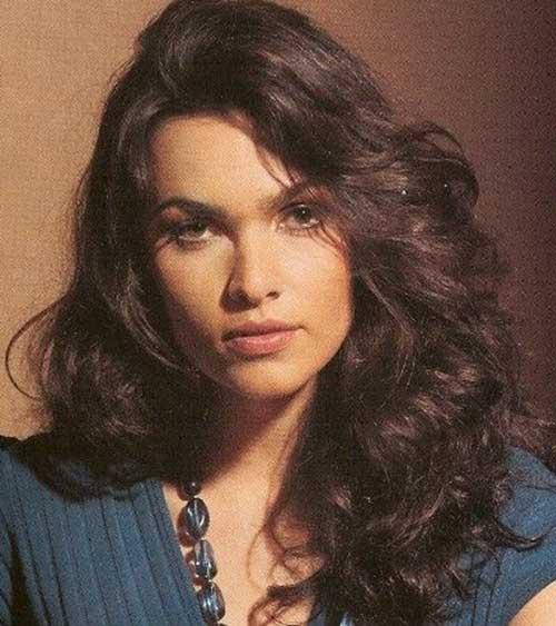 Peinados rizados largos para caras redondas-10